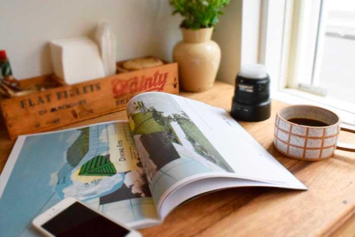 カフェで雑誌